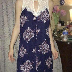 Dresses & Skirts - Gorgeous lacy dress